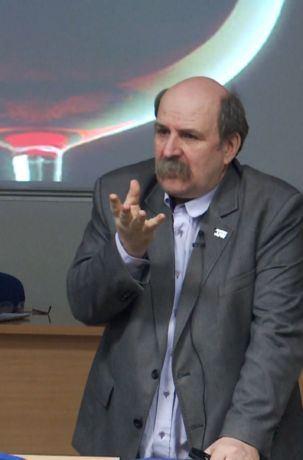 Dr Paweł J. Napiorkowski, wykład Broń jądrowa w walce z fałszerzami win