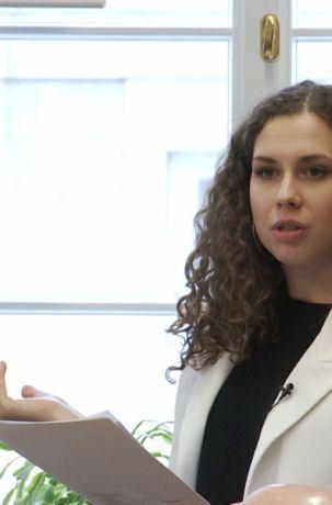 Agata Brzóska prezentuje wynika badania ewaluacynego Wpływ polityki spójności na rozwój obszarów wiejskich - seminariu IRWiR PAN
