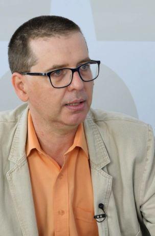Dr hab. Andrzej Zawistowski podczas rozmowy z Justyną Duriasz-Bułhak opowiada, jak przebiegła reglamentacja towarów w PRL