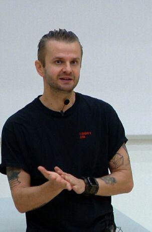 Dr hab. Andrzej Dragan wyjaśnia, jak działa czarna dziura. Festiwal Nauki w Warszawie, 28 września 2019.