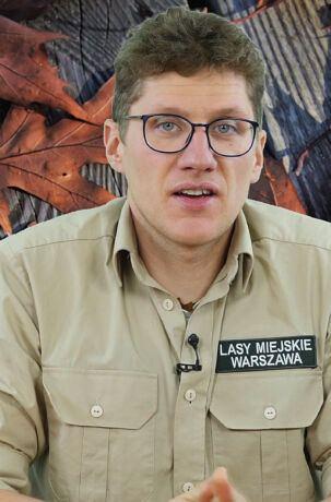 """Bartosz Popczyński opowiada, co dzieje się w lesie w listopadzie. Cykl """"Rok w lesie"""" realizujemy we współpracy z Centrum Edukacji Przyrodniczo-Leśnej Lasów Miejskich w Warszawie"""